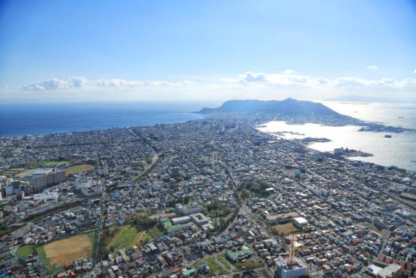 函館キャンパス上空より函館山方面を望む