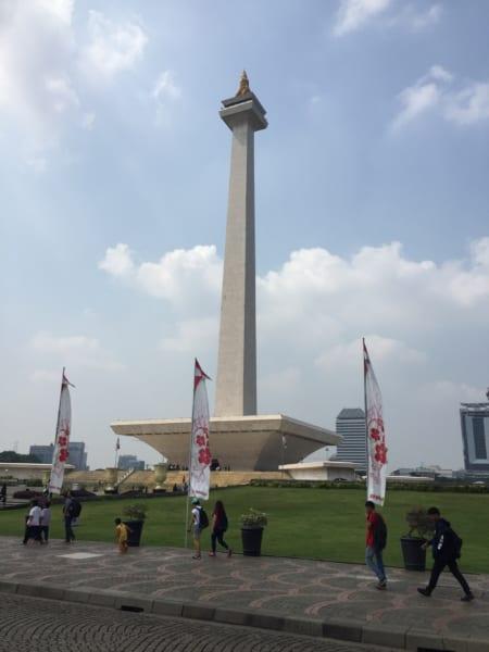 独立記念塔写真